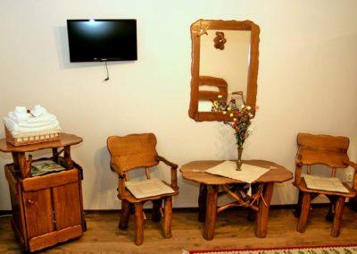 14-Masuta-cafea-cu-scaunele-cu-cotiera