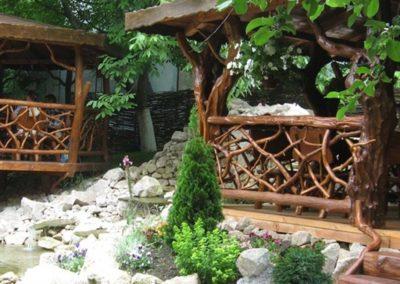 Amenajare-terasa-restaurant-foisor-lemn-rustic