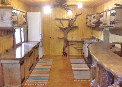 amenajare-bucatarie-interior-lemn-masiv-casa