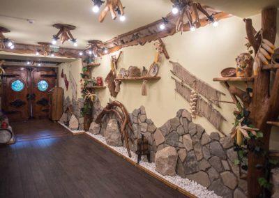 amenajare-intrare-in-crama-decoratiuni-lemn-rustic