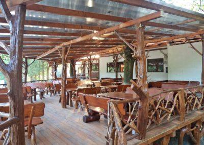 amenajare-popas-mobilier-lemn-rustic