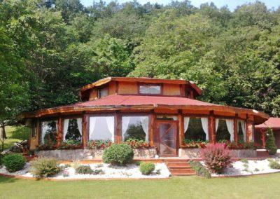 casa-din-lemn-rustic-realizata-de-gardenland
