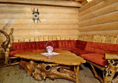 coltar-canapea-din-lemn-rustic-pentru-cabana