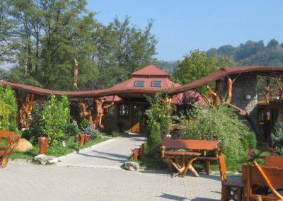 design-exterior-curte-restaurant-pensiune
