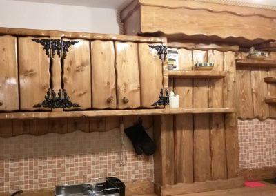 dulap-lemn-masiv-realizat-la-comanda-pentru-cabana-rustica