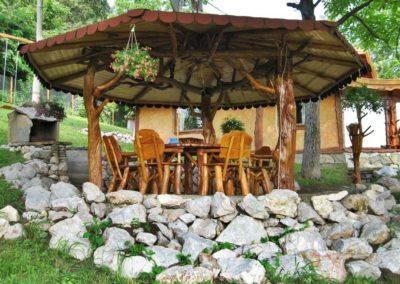 foisor-din-lemn-masiv-cu-masa-si-scaune