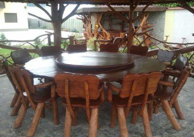 masa-din-lemn-masiv-cu-suport-rotativ-si-scaune