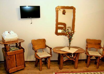 masuta-cafea-din-lemn-masiv-oglinda-decoratiune-lemn-si-suport-din-lemn-rustic