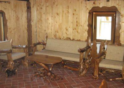 masuta-cafea-si-set-canapea-cu-fotolii-din-lemn-masiv