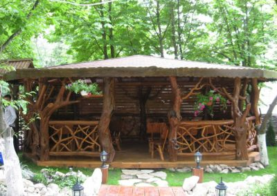 mobilier-terasa-mese-si-scaune-lemn-masiv