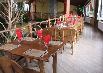 restaurant-rozmarin-predeal-amenajare-cu-mobilier-din-lemn