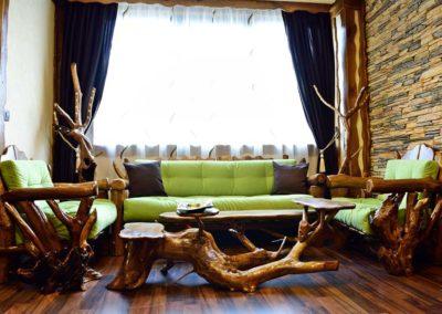set-canapea-si-fotolii-pentru-camera-de-hotel-lemn-masiv-carpen-rustic-crengi