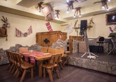 set-masa-din-lemn-masiv-cu-8-scaune-pentru-crama