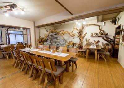 set-masa-din-lemn-masiv-de-carpen-cu-zece-scaune