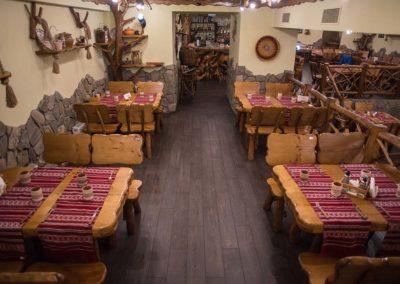 seturi-masa-cu-patru-scaune-din-lemn-masiv